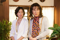 3月21日放送回より、コント「コラボしませんか?」 のママ(じろう)と芝麻醤(江口のりこ)。