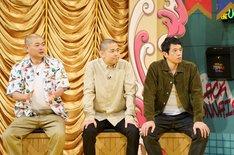 左からあばれる君、品川庄司。(c)読売テレビ