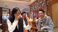 バナナマンと天海祐希(左)。(c)テレビ朝日