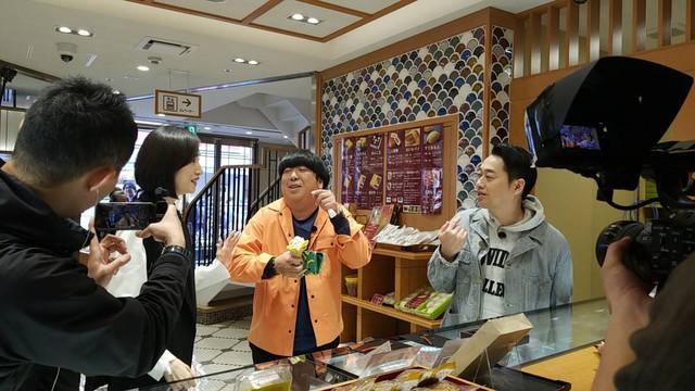 ロケの様子。(c)テレビ朝日