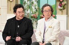 (左から)コロッケと武田鉄矢。(c)テレビ朝日