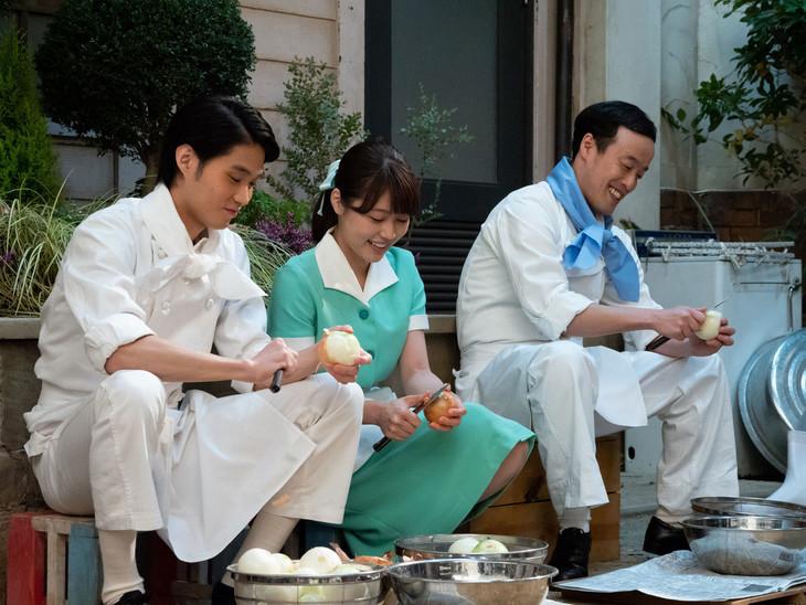 左から磯村勇斗演じるヒデ、有村架純演じるみね子、エレキコミックやつい演じる井川。(c)NHK