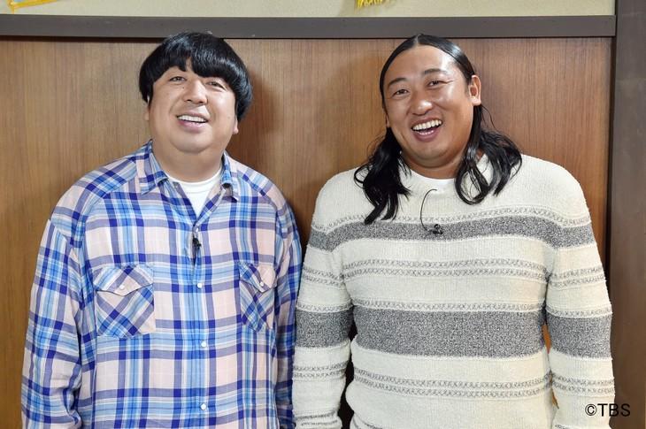 「そっくりツイートGP 似すぎてジワる」MCの(左から)バナナマン日村、ロバート秋山。
