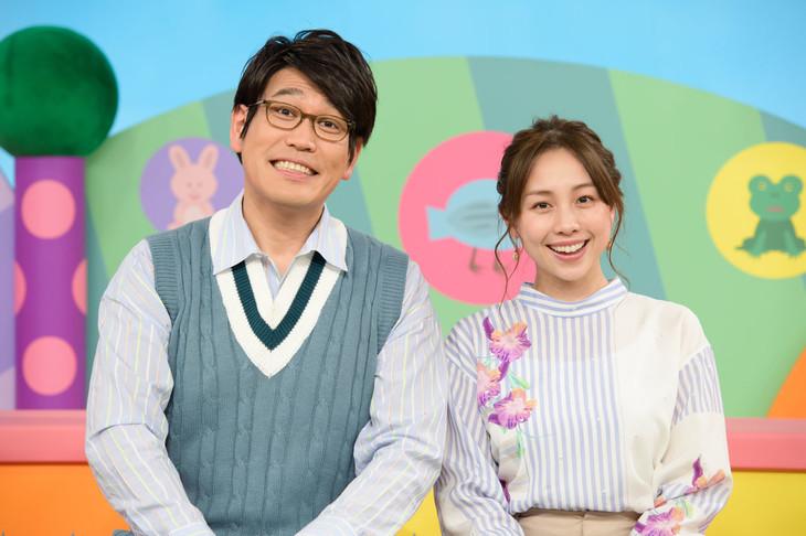 左から古坂大魔王、鈴木あきえ。(c)NHK