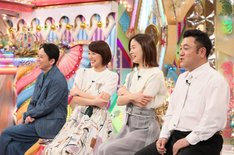 (左から)有吉弘行、中村仁美、朝日奈央、アンタッチャブル山崎。(c)テレビ朝日