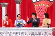 (左から)ザ・プラン9・お~い!久馬、笑い飯・西田、千原ジュニア、竹上萌奈アナ。(c)関西テレビ