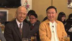 左から、ゲストの菊地幸夫弁護士、かまいたち山内。