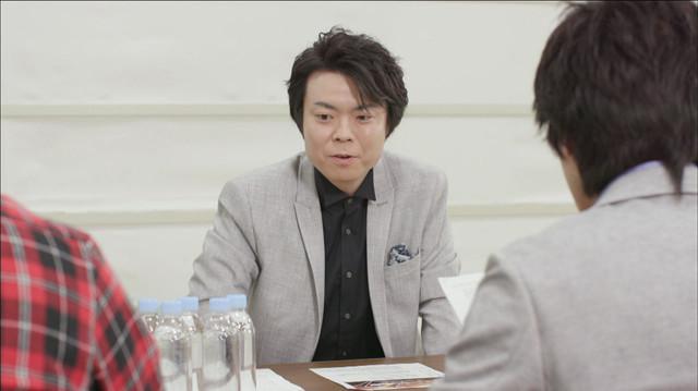 「ミューズの晩餐」の打ち合わせに臨む上川隆也に扮したライス田所。(c)テレビ東京
