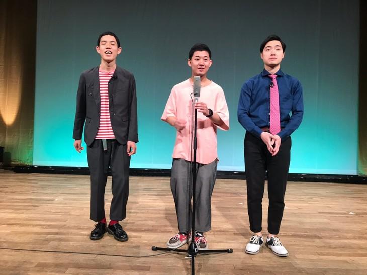 第3回単独ライブ「テイクミーアウト」を開催した四千頭身。左から、都築、後藤、石橋。