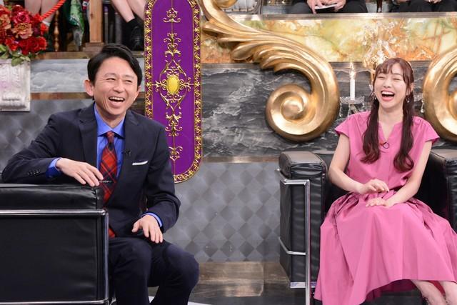 左から有吉弘行、須田亜香里。(c)日本テレビ