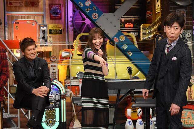左からヒロミ、指原莉乃、フットボールアワー後藤。(c)日本テレビ