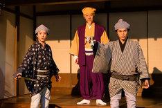 コント「ご隠居!私は助さんです」のワンシーン。左から伊藤健太郎演じる助さん、内村光良演じる水戸黄門、中川大志演じる格さん。(c)NHK