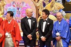 「ドリーム東西ネタ合戦」に出演するダウンタウンと西川きよし(左)、志村けん(右)。(c)TBS