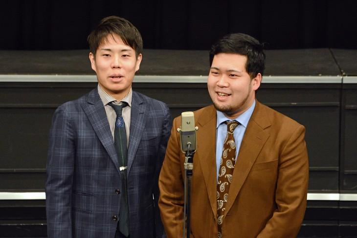 令和ロマン。左から高比良くるま、松井ケムリ。