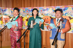 公開アフレコに臨む(左から)ANZEN漫才みやぞん、榮倉奈々、ANZEN漫才あらぽん。