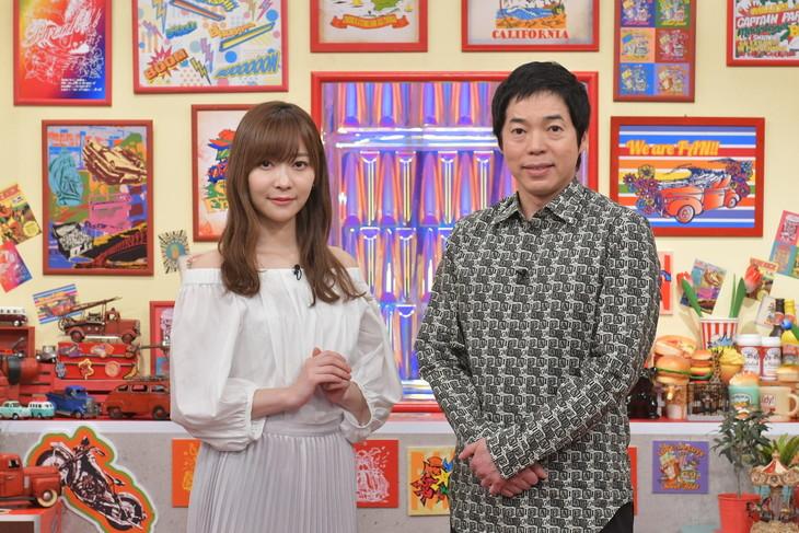 「いまだにファンです!」MCの(左から)指原莉乃、今田耕司。(c)テレビ朝日