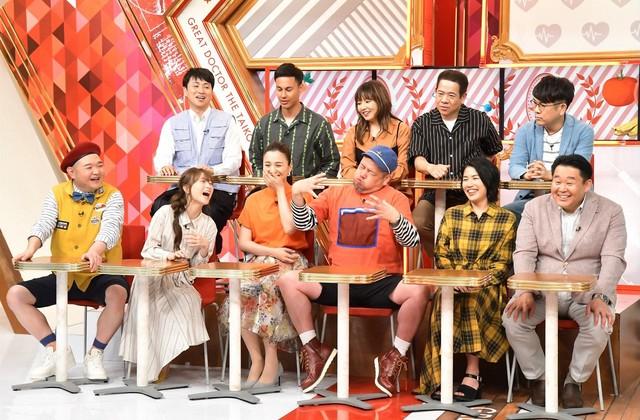 スタジオ出演者たち。(c)TBS
