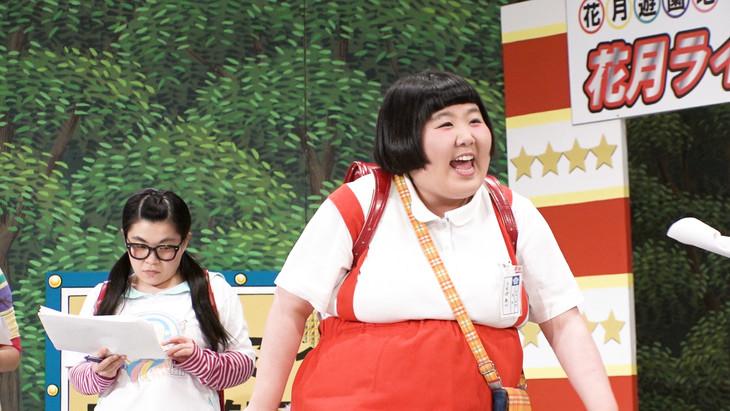 酒井藍(右)への密着取材が行われる「セブンルール」のワンシーン。(c)関西テレビ