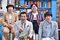 博多華丸・大吉と森三中・大島(後列左)、タイムマシーン3号・関(後列右)。(c)中京テレビ
