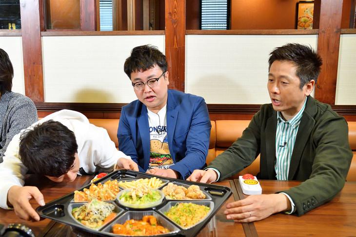 「水野真紀の魔法のレストラン」に出演する銀シャリとロザン宇治原(右)。