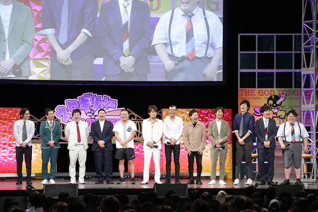 「ネタギリッシュNIGHT」チャンピオン大会に出場した(左から)マツモトクラブ、プラス・マイナス、チョコレートプラネット、AMEMIYA、ジョイマン、ザ・ギース、タイムマシーン3号。
