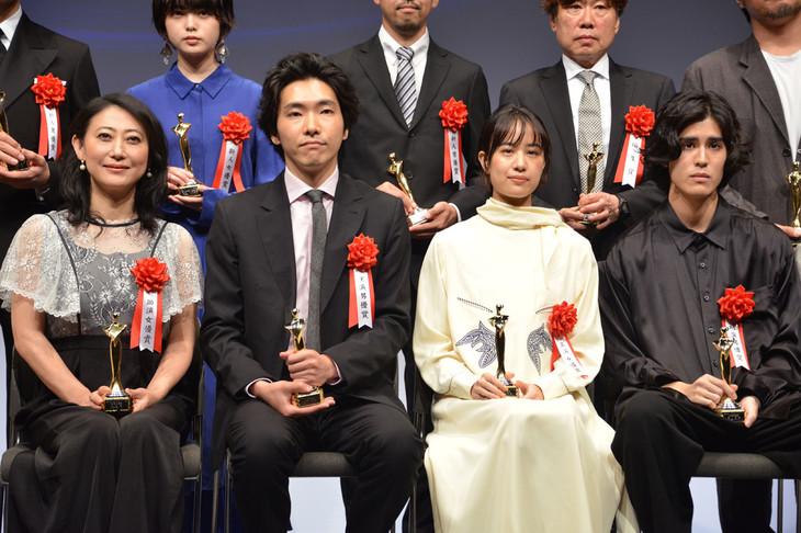 「第28回日本映画批評家大賞」授賞式の様子。前列左が友近。