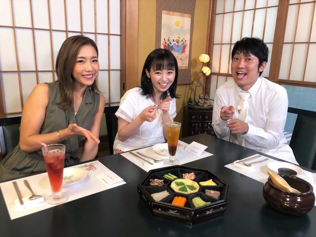 (左から)麻田ゆん、今泉佑唯、NON STYLE石田。(c)テレビ朝日