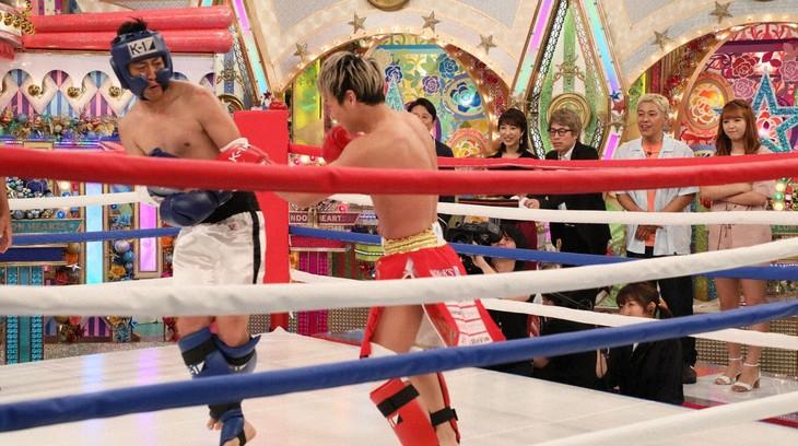 「ロンドンハーツ」で対決する(左から)パンサー尾形、格闘家の武尊。(c)テレビ朝日