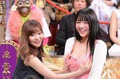 左から指原莉乃、みねりお。(c)日本テレビ