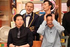 (前列左から)今田耕司、ネプチューン堀内と、カミナリ(後列)。(c)フジテレビ