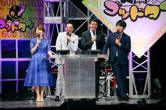司会の松丸友紀アナウンサー(左)とおぎやはぎ矢作(左から2人目)、ご意見番のおぎやはぎ小木と劇団ひとり(右から)。