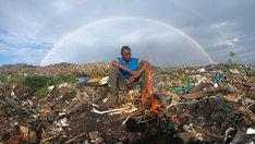 「ウルトラハイパー ハードボイルド グルメリポート」より「ゴミ山暮らしの若者飯」。(c)テレビ東京