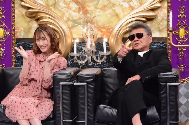 左から小原春香、小沢仁志。(c)日本テレビ