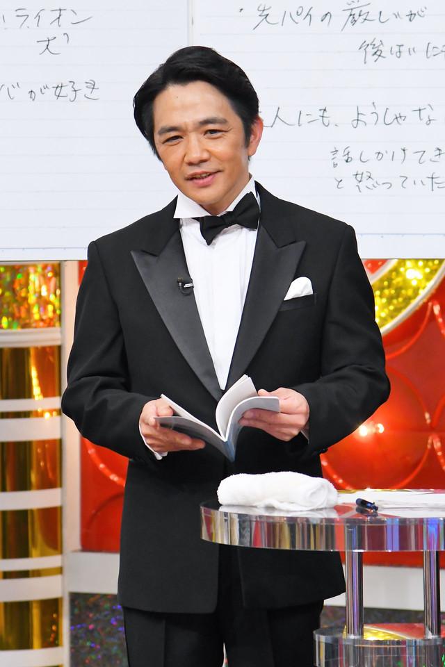さんまメモを紹介する中川家・剛。(c)MBS