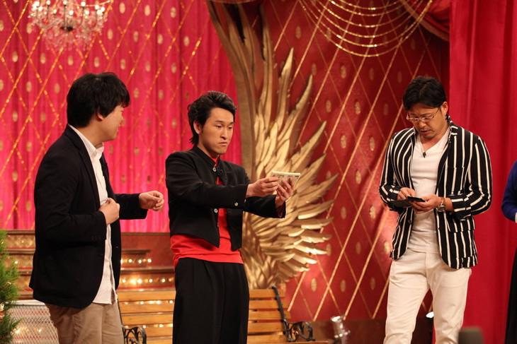 「ネタパレ」でコラボネタを披露する(左から)宮下草薙、アルコ&ピース平子。(c)フジテレビ