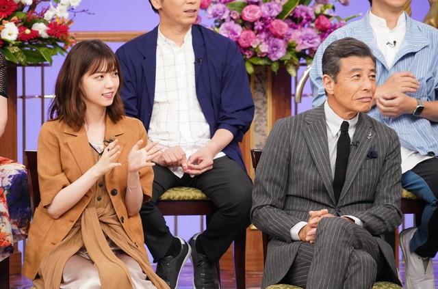 左から西野七瀬、舘ひろし。(c)日本テレビ