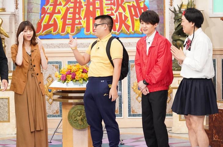 左から西野七瀬、ジェラードン。(c)日本テレビ