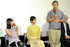 取材会の様子。左から白石聖、桜井ユキ、ハライチ澤部。