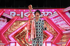 「R-1ぐらんぷり2019」で優勝した粗品。(c)関西テレビ