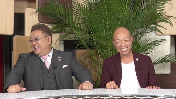 「日本列島ローカルスクープ なんてニュースだ!もういいゼ!」MCの(左から)サンドウィッチマン伊達、バイきんぐ小峠。(c)フジテレビ