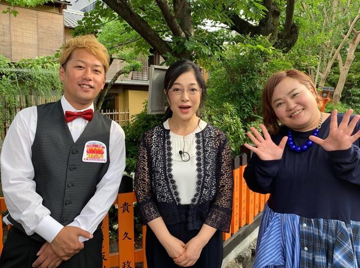 左からライセンス井本、高木美保、おかずクラブ・ゆいP。(c)読売テレビ