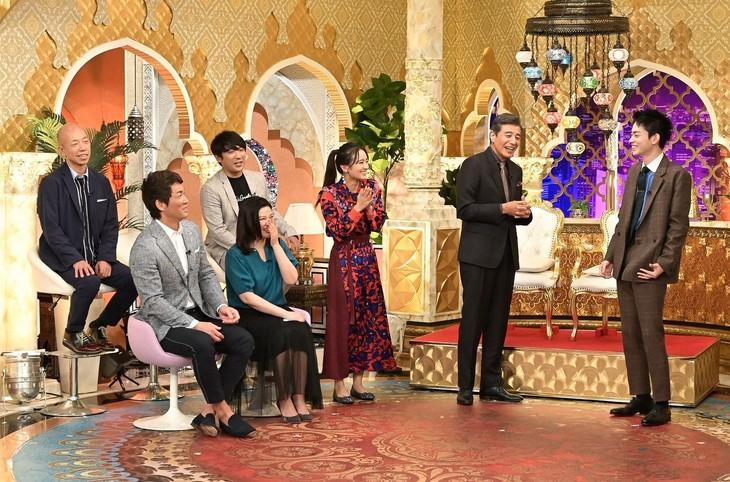 「櫻井・有吉THE夜会」に出演する(後列左から)バイきんぐ小峠、アルコ&ピース酒井ら。(c)TBS