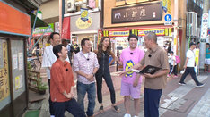 新小岩の商店街でのロケの様子。(c)テレビ東京