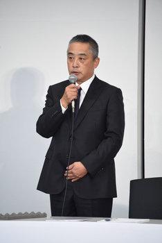 吉本興業の岡本昭彦社長。