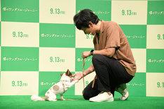 アンジャッシュ渡部とその愛犬マロン。
