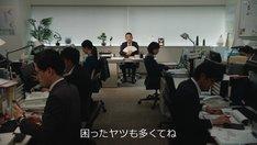 Web動画「連絡とれるくん 円楽部長の解決策!篇」のワンシーン。