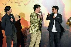 ウケなかった佐藤二朗(中央)に「今日のお客さんは心の中で笑うタイプ」とフォローを入れるミキ亜生(右)。