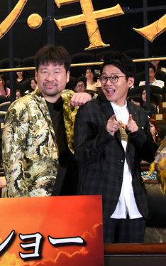 プンバァ役の佐藤二朗(左)とプンバァの相棒ティモン役のミキ亜生(右)。