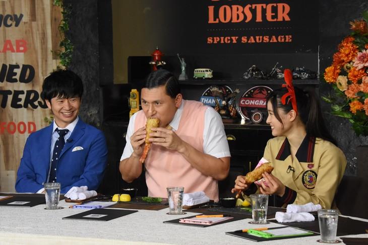 左からオードリー、土屋太鳳。(c)日本テレビ
