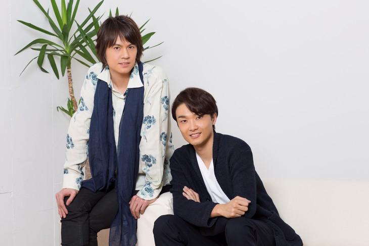 左から浦井健治、井上芳雄。